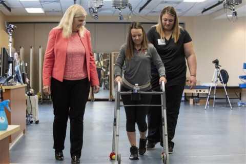 180924-paralyzed-patient-kelly-thomas-walking-se-1238p_7b14633ba908cd2a0e74c42bc820c3ba.fit-760w.jpg