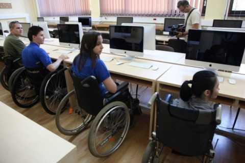 persoane-cu-dizabilitati-la-uvt07_resize-640x426.jpg